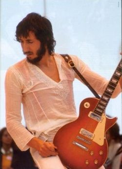 pete townshend with a cherry sunburst les paul deluxe early 1970s model guitars bands and. Black Bedroom Furniture Sets. Home Design Ideas
