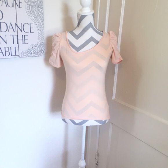 🦎5 for $25🦎forever 21 blush top 🎀Forever 21 blush top 🎀Great sleeve detail 🎀Size small 🎀Gently used 🎀Please ask for additional pictures, measurements, or ask questions before purchase 🎀No trades or other apps. 🎀Ships next business day, unless otherwise noted in my closet 🎀Reasonable offers accepted  🎀Five star rating 🎀Bundle for discount Forever 21 Tops Tees - Short Sleeve