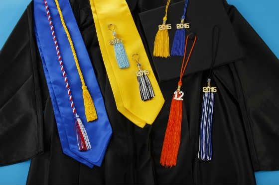 how to wear graduation tassel