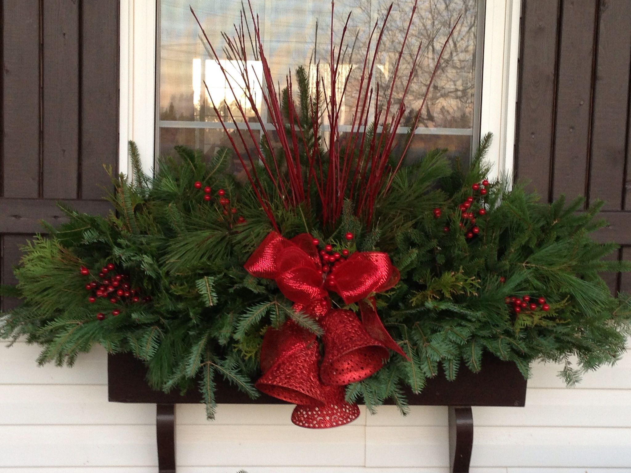 resultado de imagen para christmas planter covers - Window Box Christmas Decorations