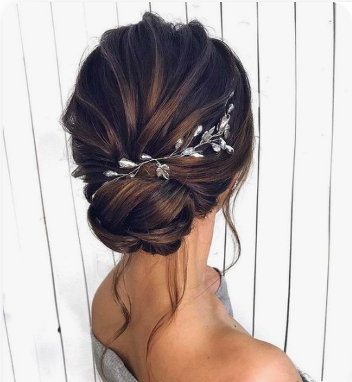 Photo of 32 Graceful Bride Hairstyles With Flowers and Headband to Light Your Big Day