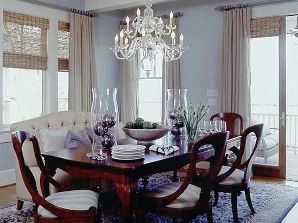 The Designers Put A Modern Twist On Traditional Queen Anne Style Dining Table By Replacing Some Of Chairs With Cream Color Tufted Leather Settee