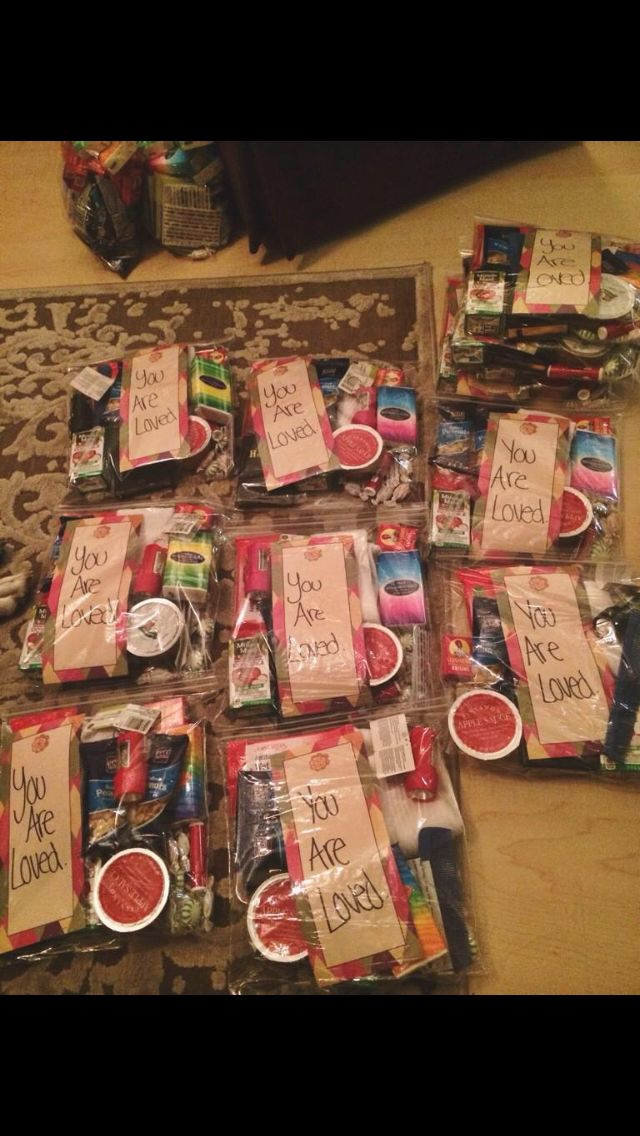 Care Packages To Keep On Your Car For When You See A Homeless Person On The Side Of The Road Love This Homeless Care Package Homeless Gifts Homeless Bags