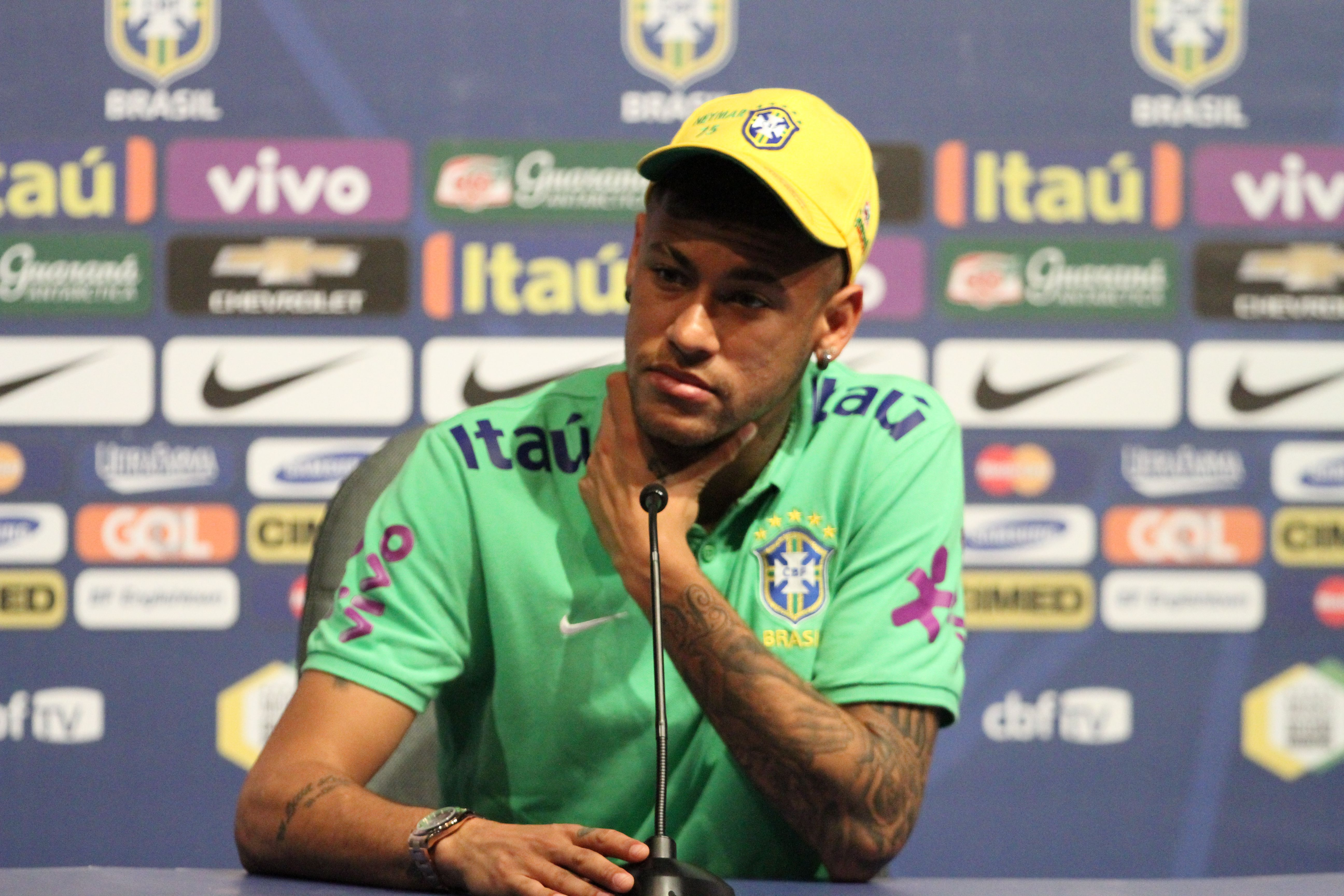 Com saudade de Suárez, Neymar acha Seleção e Barça incomparáveis #globoesporte