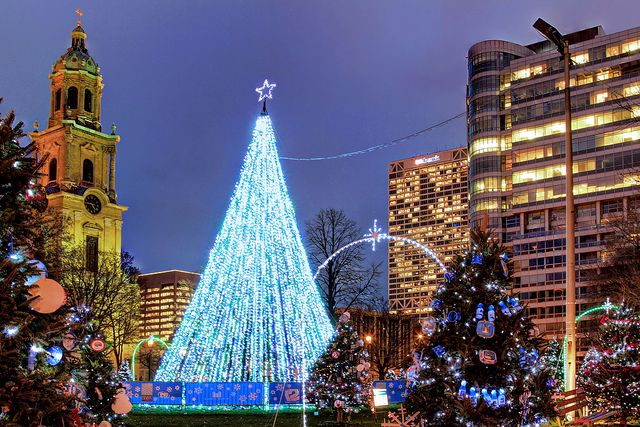 Christmas Lights Milwaukee.Holiday Tree In Cathedral Square Mke Events Festivals