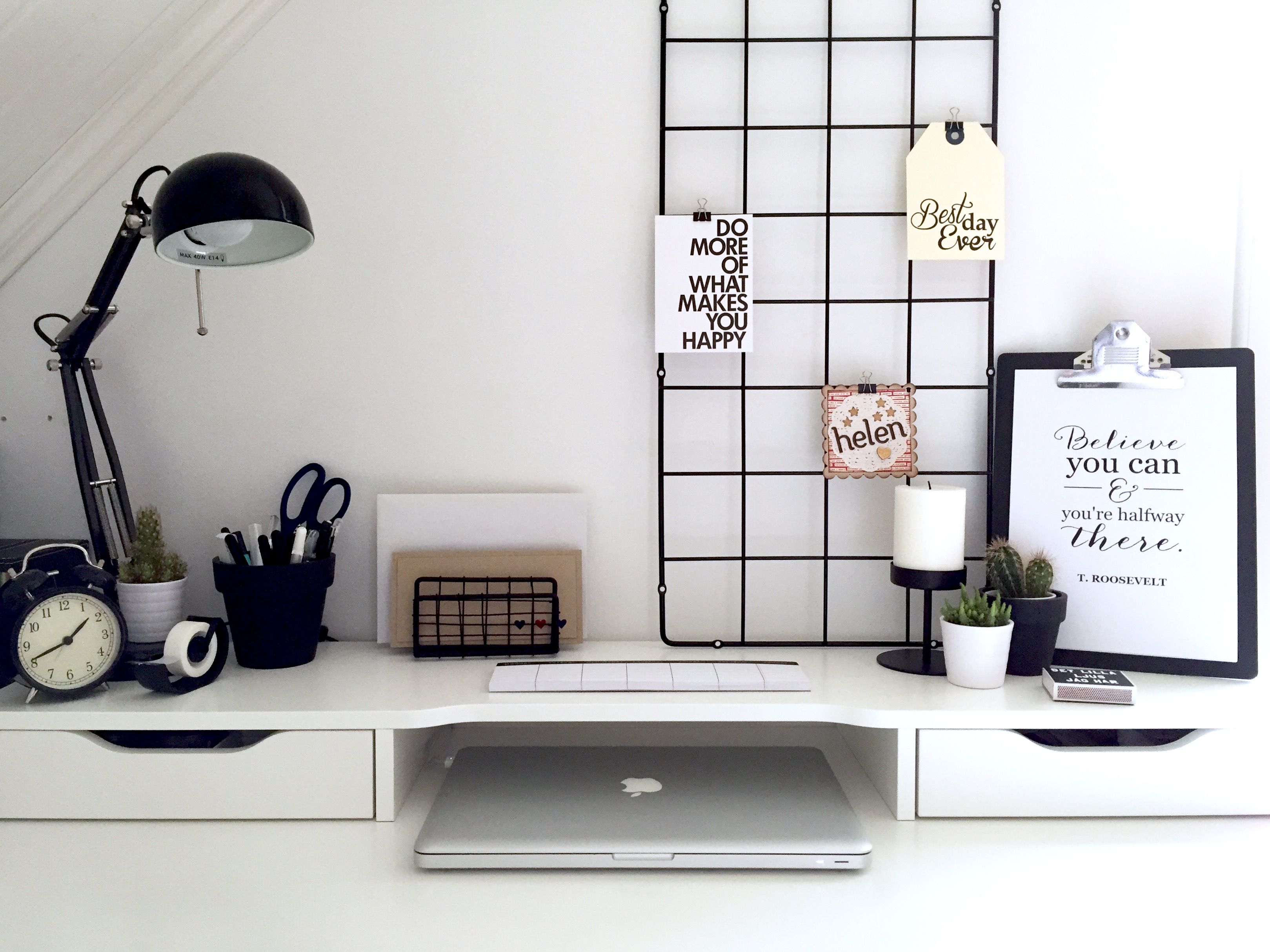 Scrivania Ufficio Letto : Minimalist black and white workspace. ikea alex desk inspiration
