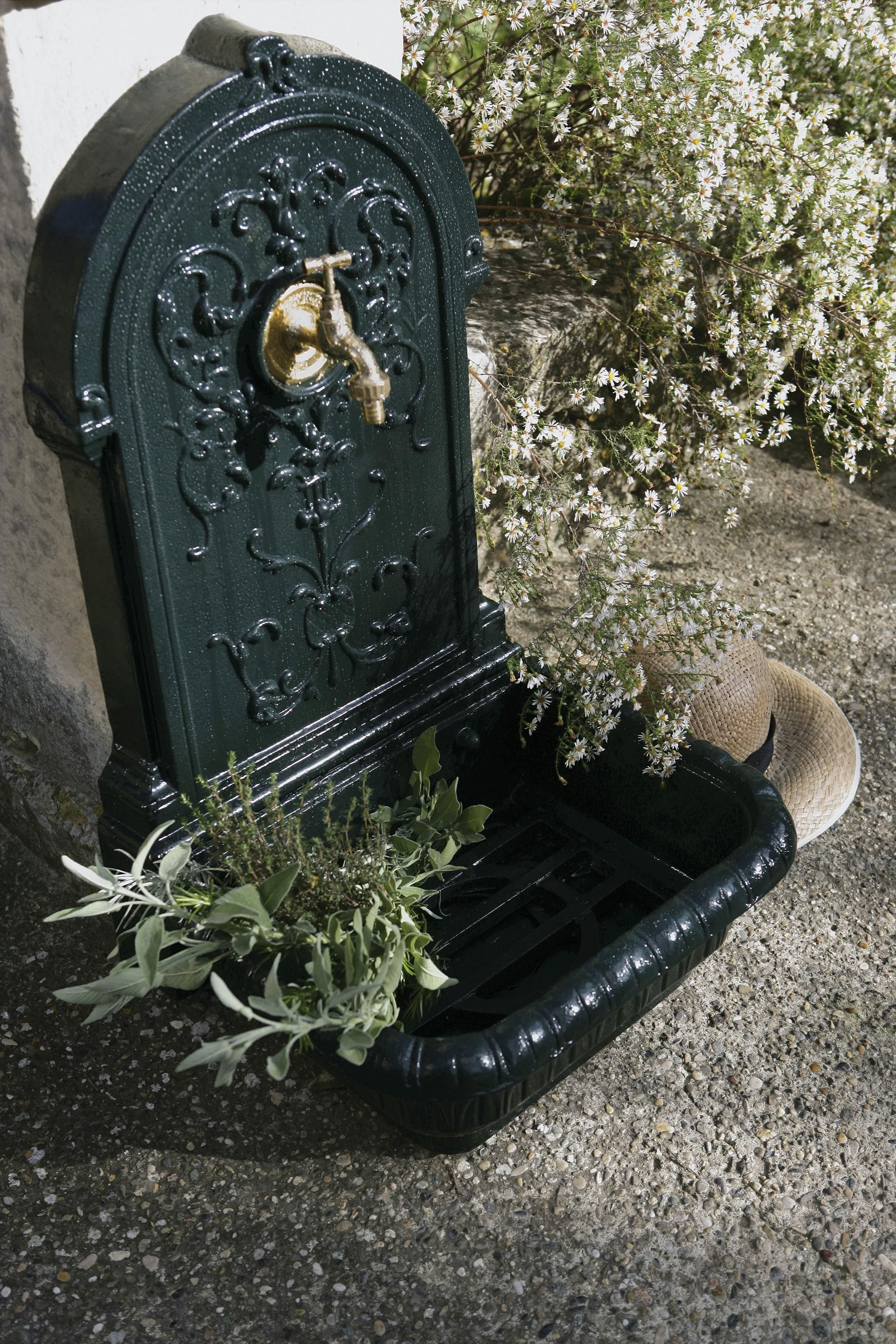 Fontaine De Jardin En Fonte Vert Renaissance Delta En 2020 Fontaine De Jardin Fonte Et Jardins