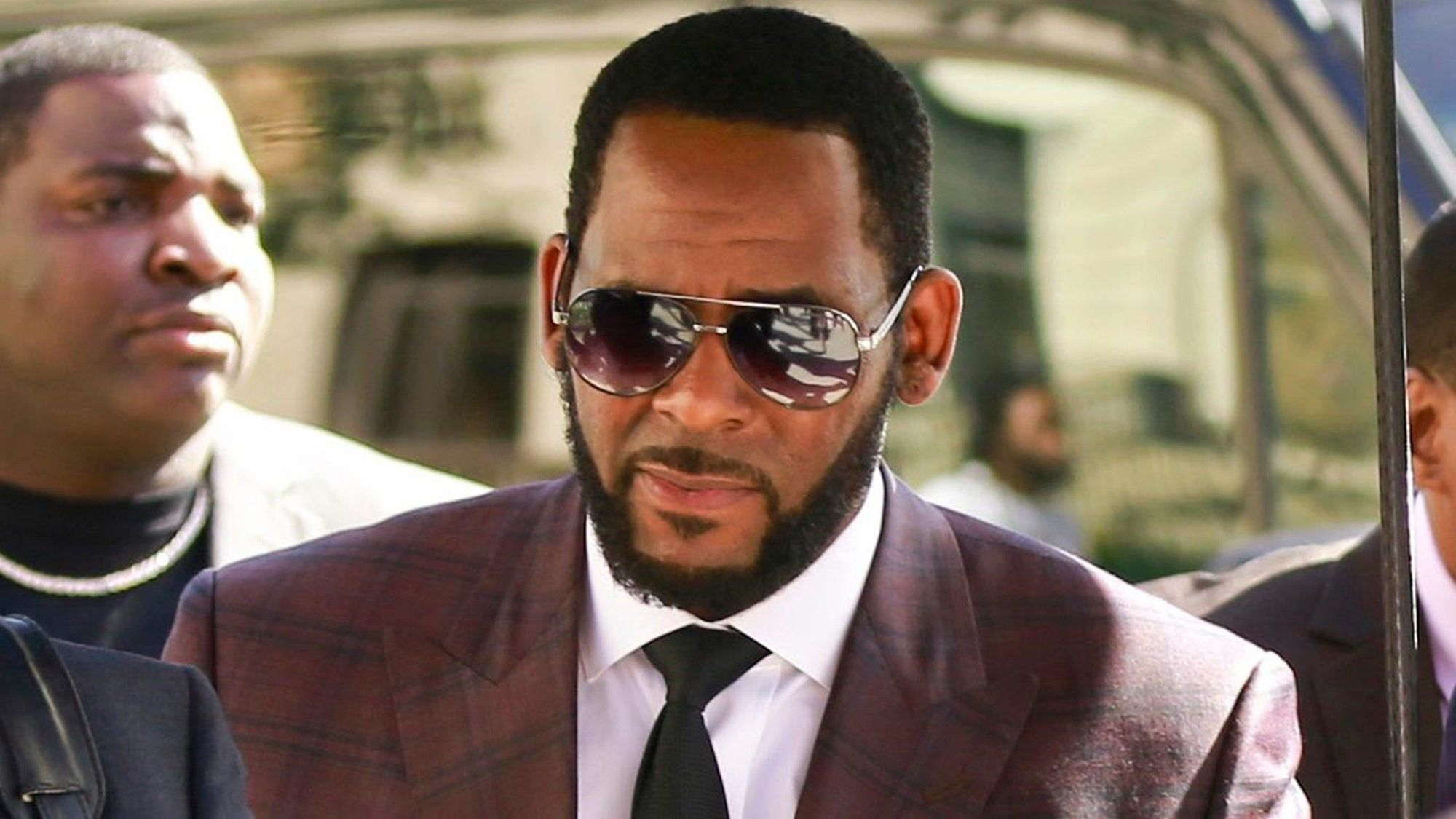 R Kelly Has Found One Defender Mysterious Jail Inmate Writes This Surprising Letter Explaining The Danger The R B Star Is Facing Behind Bars With Images Singer Girlfriends R B