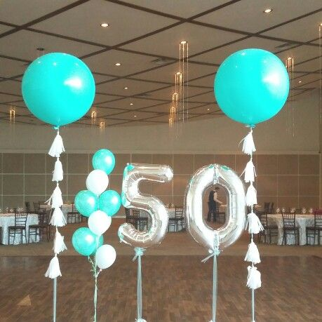 Globos jumbo en color tiffany, números jumbo en plata y ramillete de globos color tiffany con blanco  #50birthdaygirl