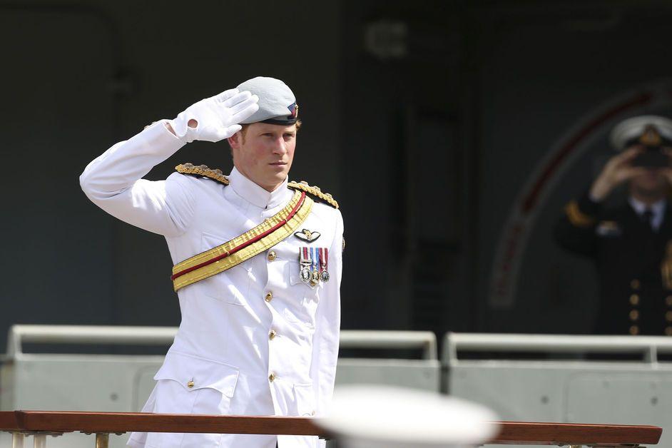 Harry rend hommage à la marine australienne.