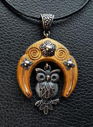 Todchic, Magische Zauberwelt, Holz, Amulett, Eule, Weisheit, intuitives Wissen