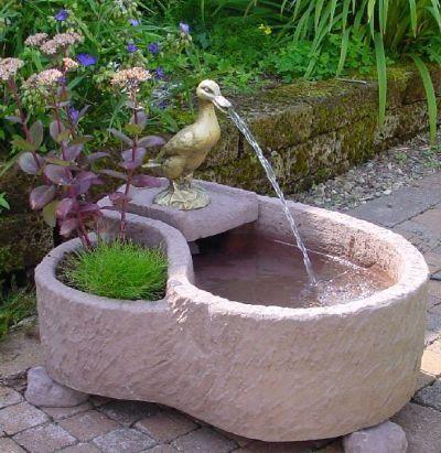 Vienna Aus Werksandstein Inkl Pumpe Gartenbrunnen Wasser Https Www Amazon De Dp B015h9bqyw Ref Cm Sw R Pi Dp X Tvm9ybbfx Gartenbrunnen Brunnen Minigarten