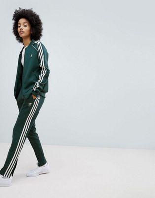 32cb47098e53d adidas Originals - adicolor - Pantalon de jogging et veste à trois bandes -  Vert   All about fashion   Pinterest   Casual chic, Fashion online and  Adidas