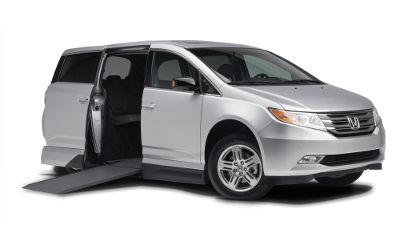 Wheelchair Accessible Vans >> Honda Odyssey Vmi Northstar Conversion In Floor Ramp Vans