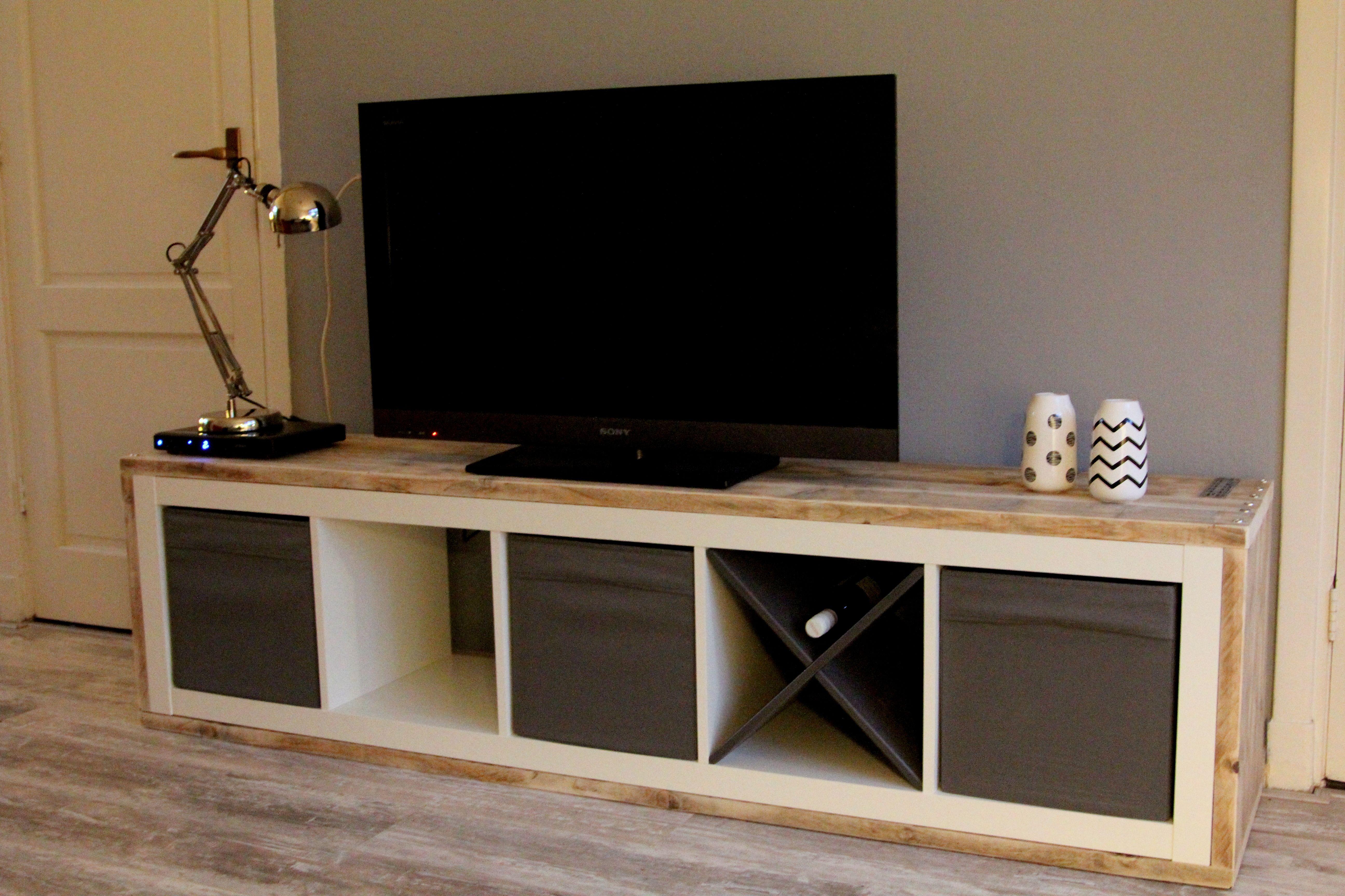 Goedkoop Tv Meubel Ikea.Oude Ikea Kast Omgebouwd Tot Tv Meubel Geheel Bekleed Met