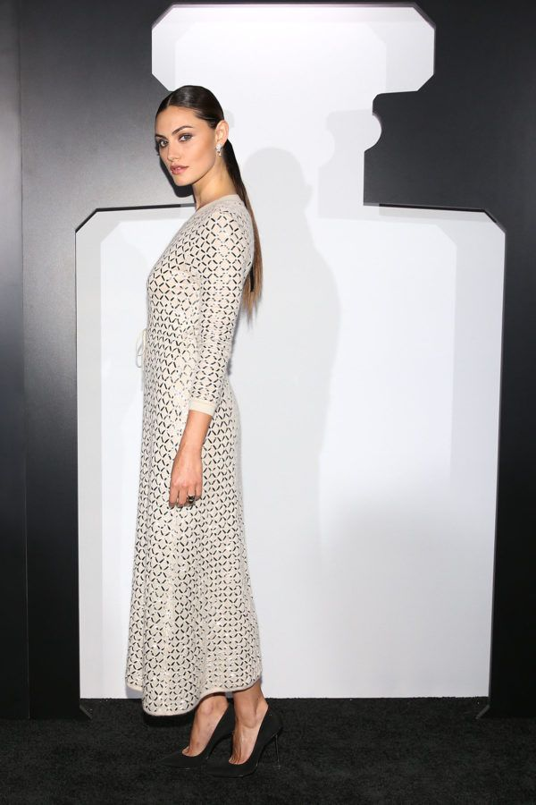 chanel dinner phoebe tonkin