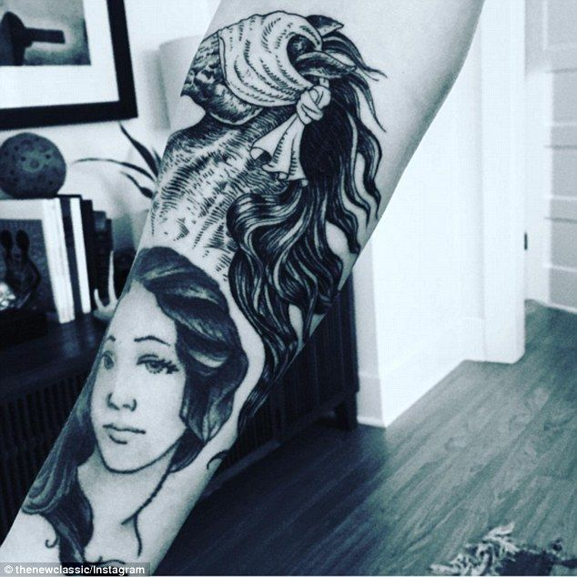 Iggy Azalea Shows Off New Horse Inspired Tattoo On Her Inner Arm Adding To Her Collection Tatouage