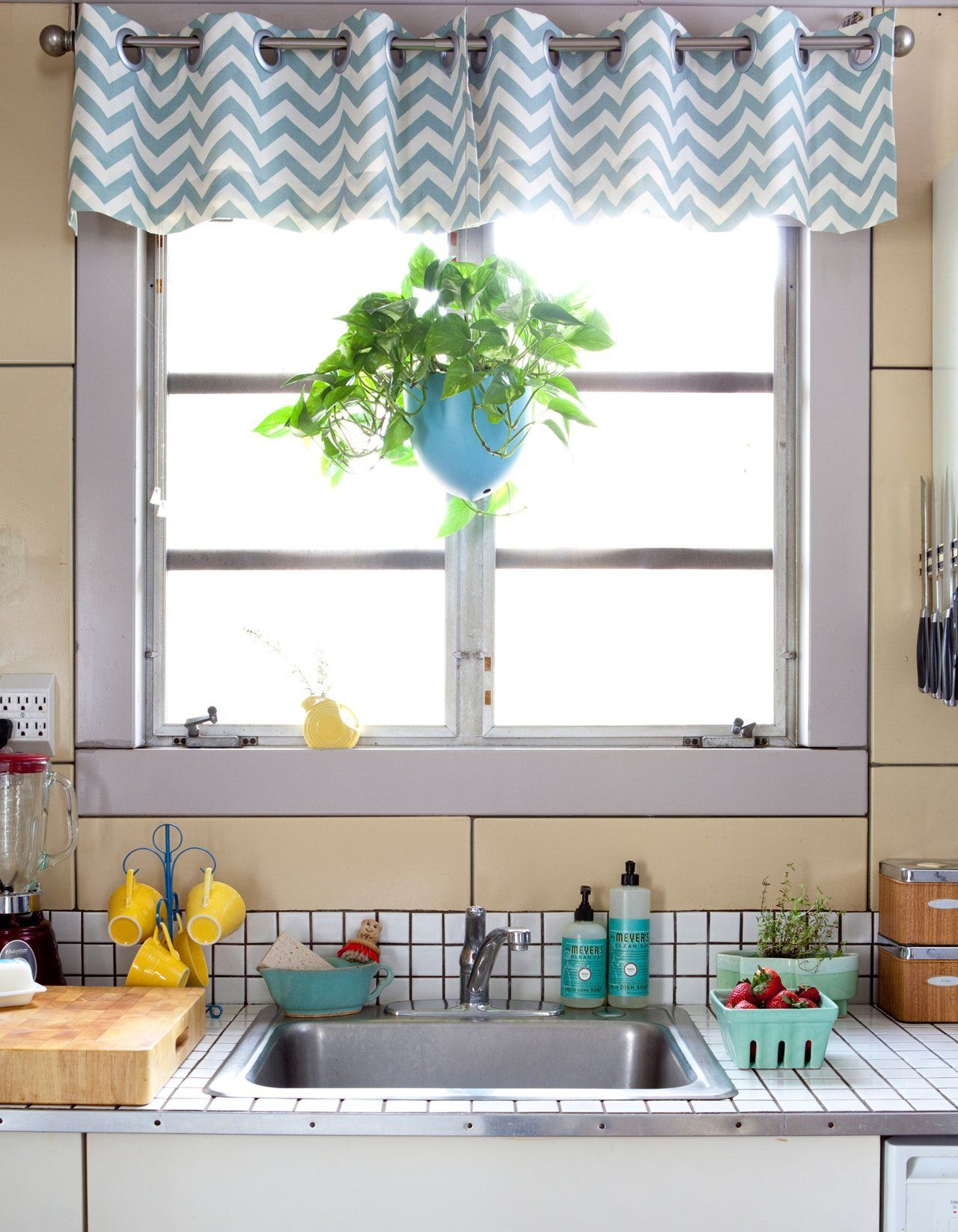 Rustic kitchen window treatments  jeaneeus sunny vintage kitchen  home  rustic  pinterest  vintage