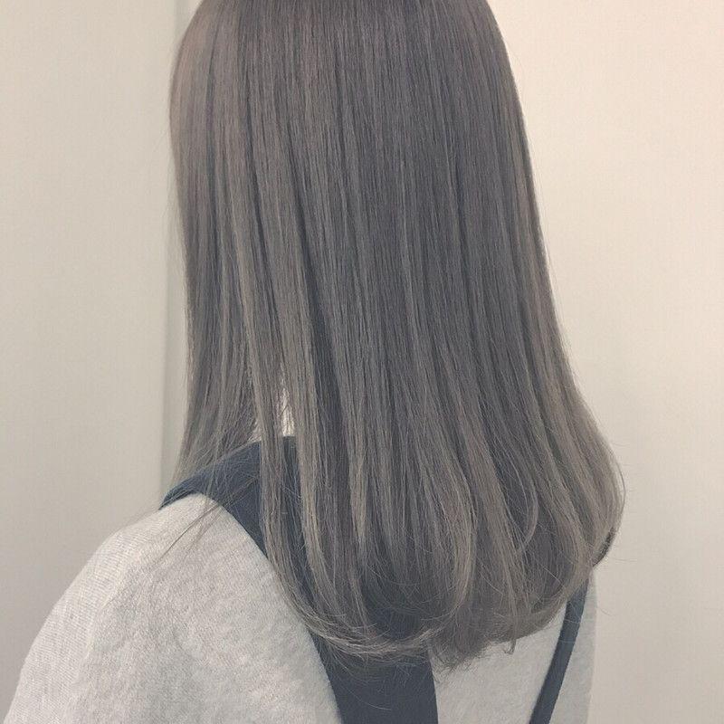 アッシュグレー で透明感あふれる髪色に トーン別 色落ちも解説 ヘアカラー アッシュグレー 髪色 グレージュ グレー ヘアカラー