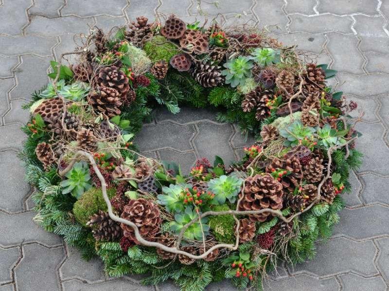 Wreath Nature - Trauerfloristik, Kränze, Buketts, Sarggestecke, Urnenschmuck, Grabpflege Wien, Zentralfriedhof | Sonderform #grabbepflanzungherbst