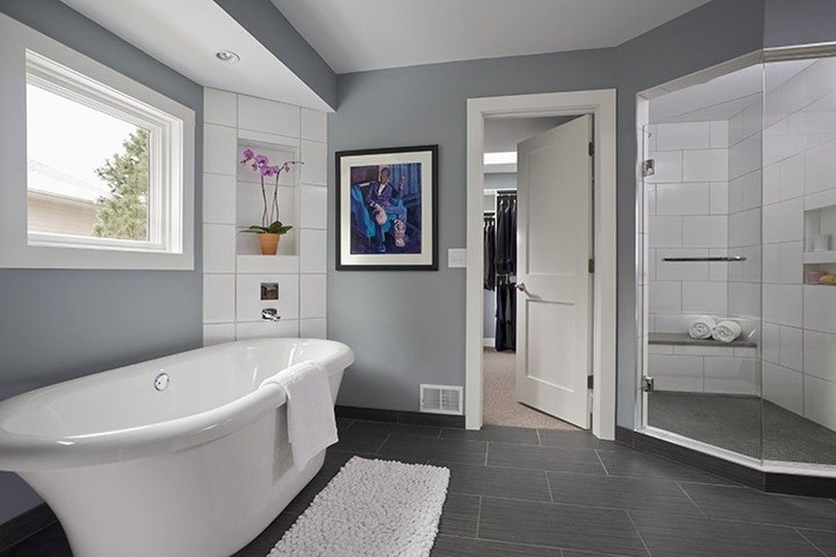 Large Bathroom Design Soft Gray Paint Color In This Modern Large Bathroom Design With A