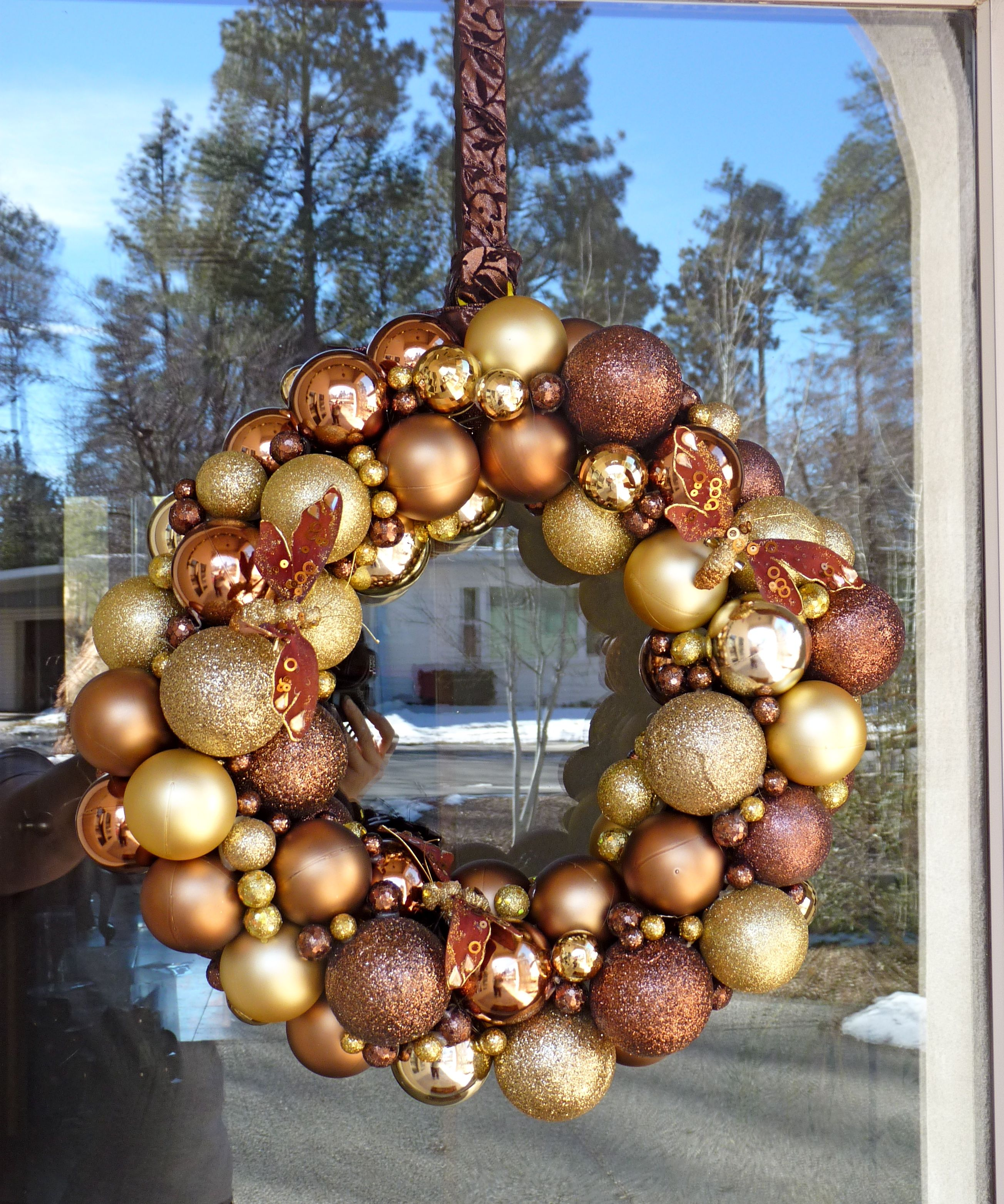 Gold Brown Ornament Christmas Wreath Used A Wire Coat Hanger For The Larger Balls Then Glued The Littl Christmas Wreaths Ornament Set Christmas Ornaments