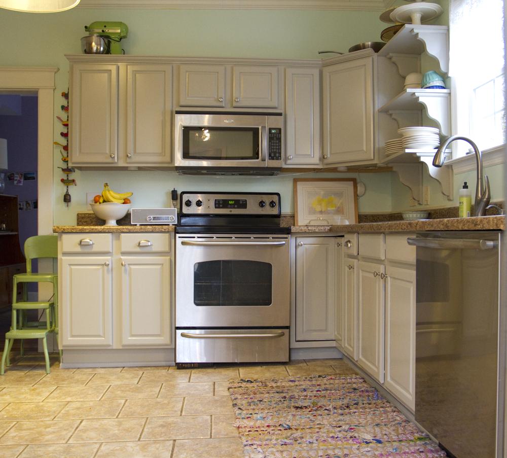 "Best Cabinets Martha Stewart's ""Bedford Gray "" Mint Walls 400 x 300"