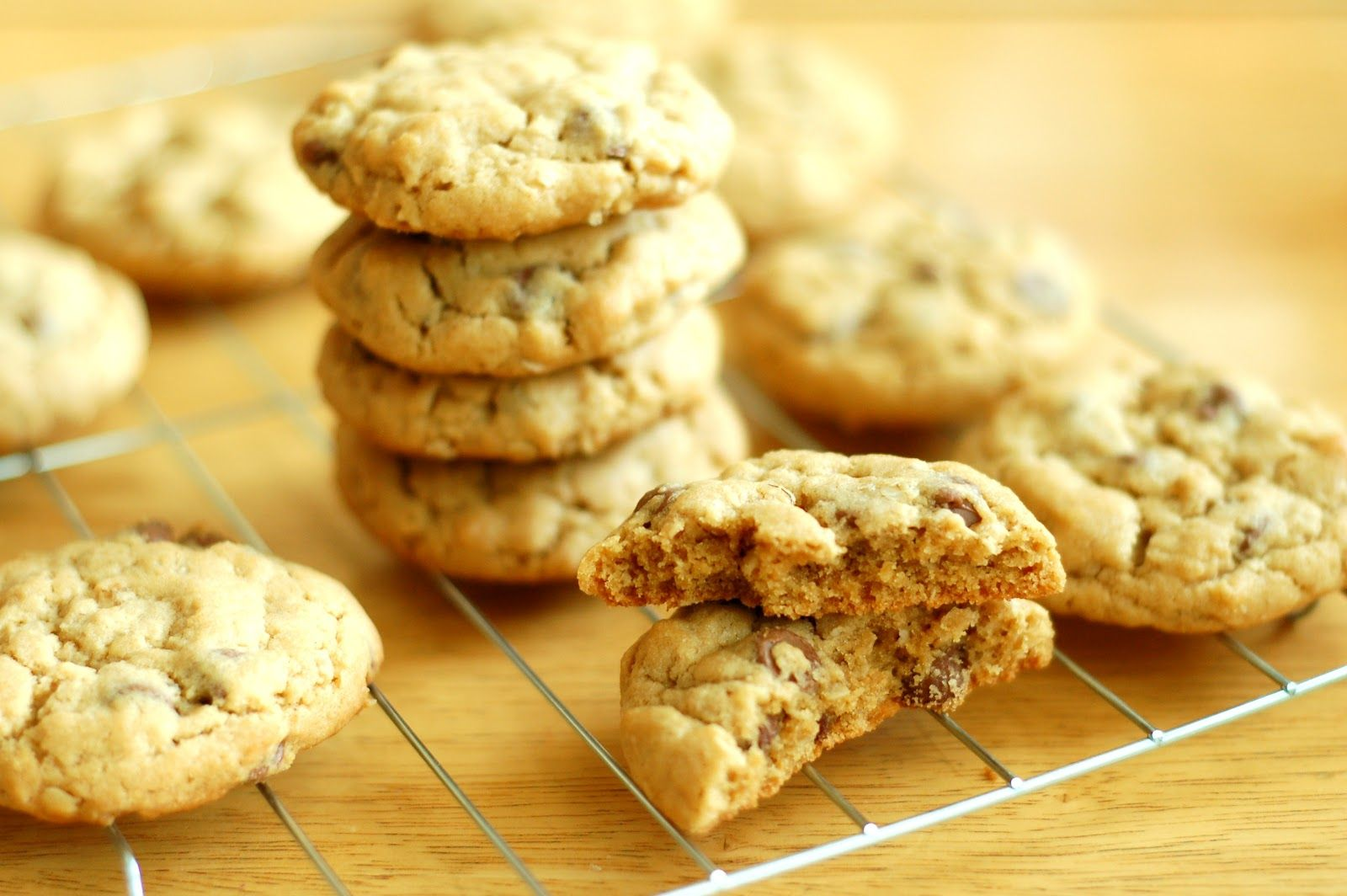 A Kitchen Addiction: Peanut Butter Chocolate Chip Oatmeal Cookies