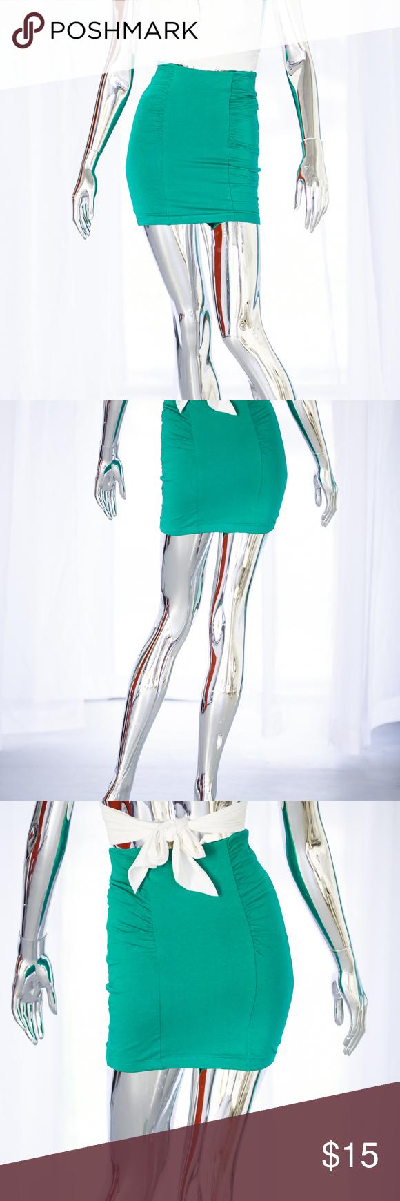 NWT kelly green ruched mini skirt kelly green ruched mini skirt Forever 21 Skirts Mini
