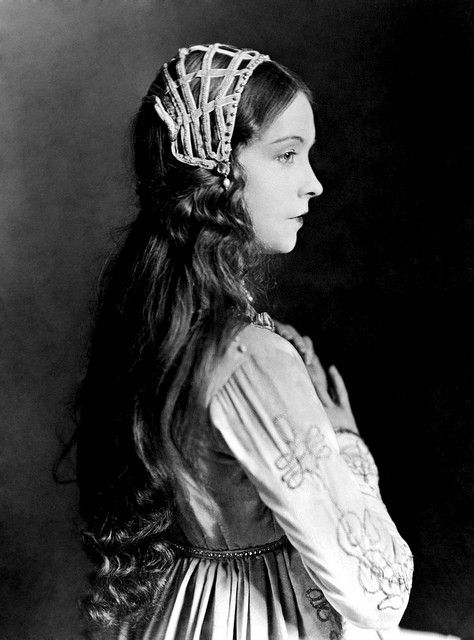 Movie star Lillian Gish in a Shakespearean-style outfit