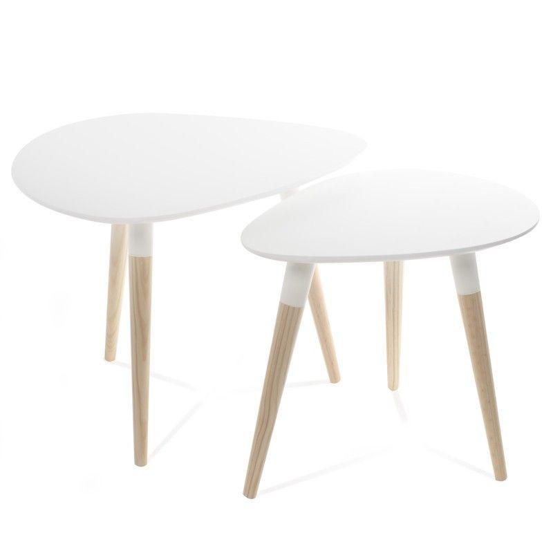 Bonito conjunto de dos mesas de estilo nórdico en forma ovalada y con las patas de madera vista perfectas para las habitaciones infantiles más chic y elegantes. Este set de dos mesas ovaladas es ideal para un dormitorio o cuarto de juegos infantil. Por