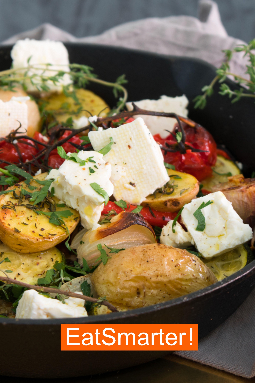 Rezept für griechisches Ofengemüse mit Feta | EAT SMARTER