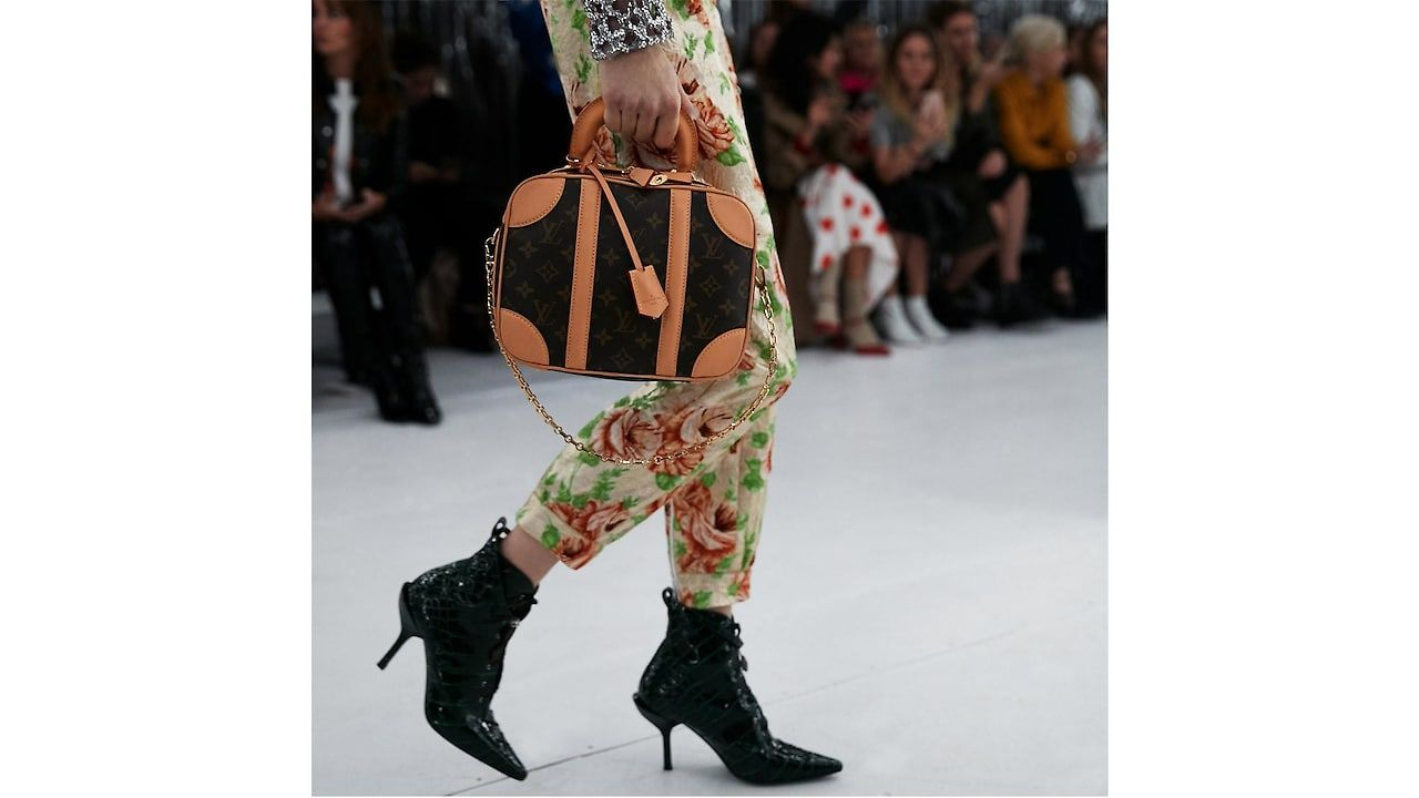 b119ad7d20 Watch the Louis Vuitton Women's 2019 Spring-Summer show live | Bags ...