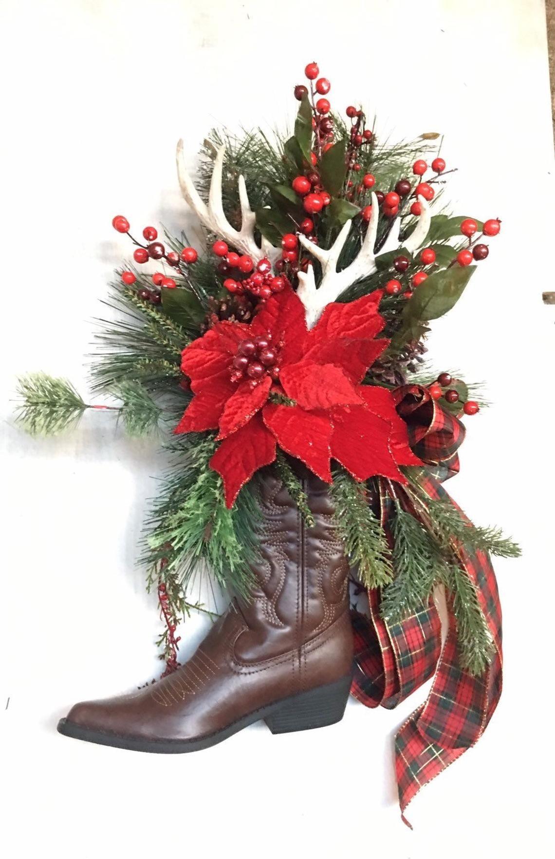 Country Western Christmas cowboy boot wreath. Cowboy ...