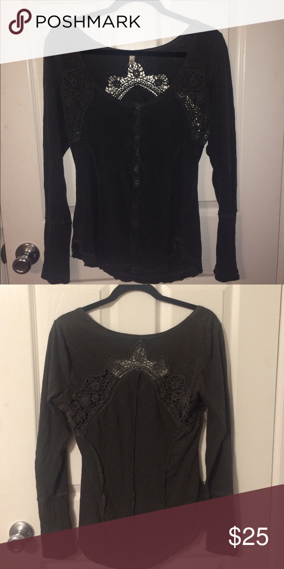 Long sleeve Free People top Only worn a few times! In very good condition Free People Tops Blouses