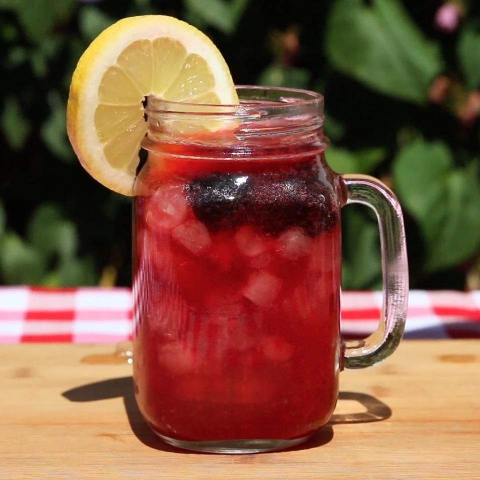 Blackberry Bourbon Lemonade #pinklemonade