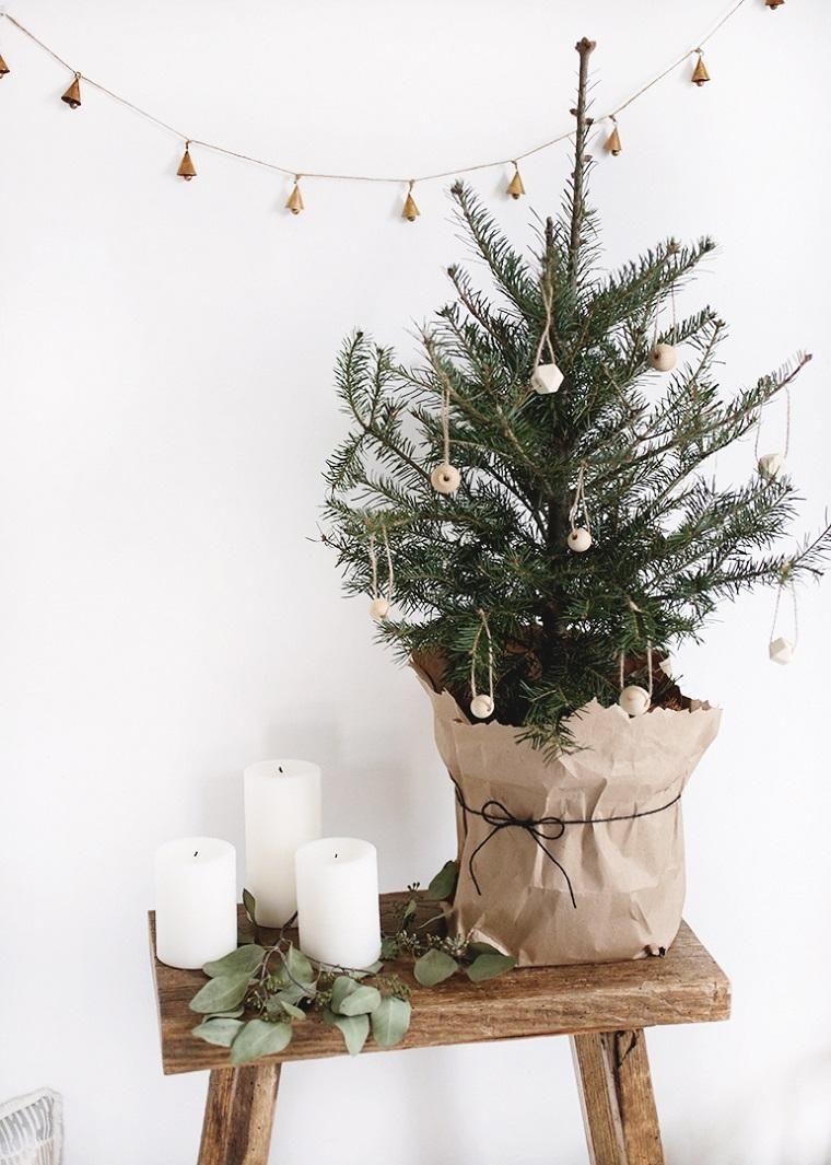 Ideen für Weihnachten, kleine Räume mit alternativen Bäumen zu schmücken