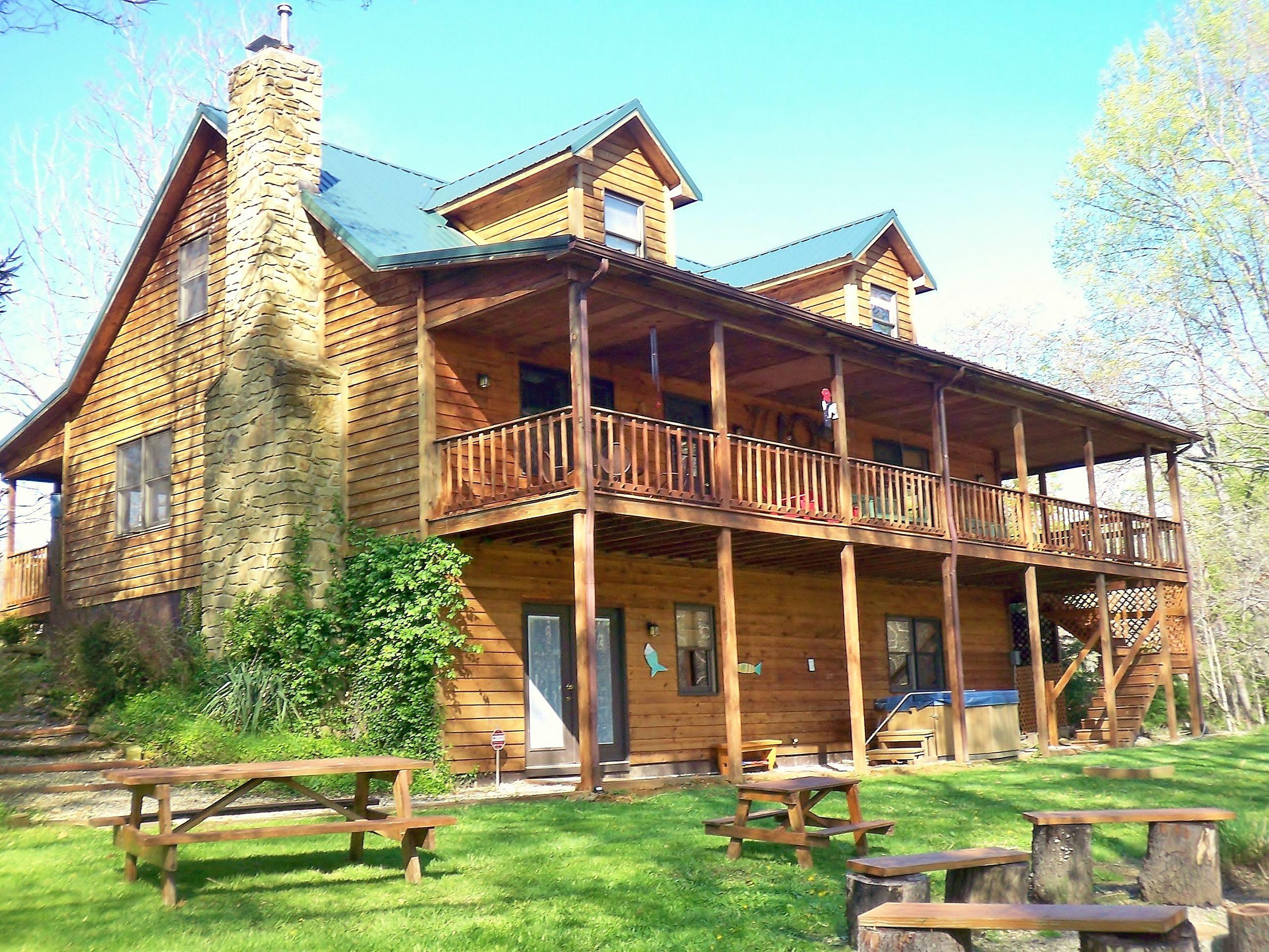 Enchanted Lake Lodge, a vacation rental in beautiful Brown