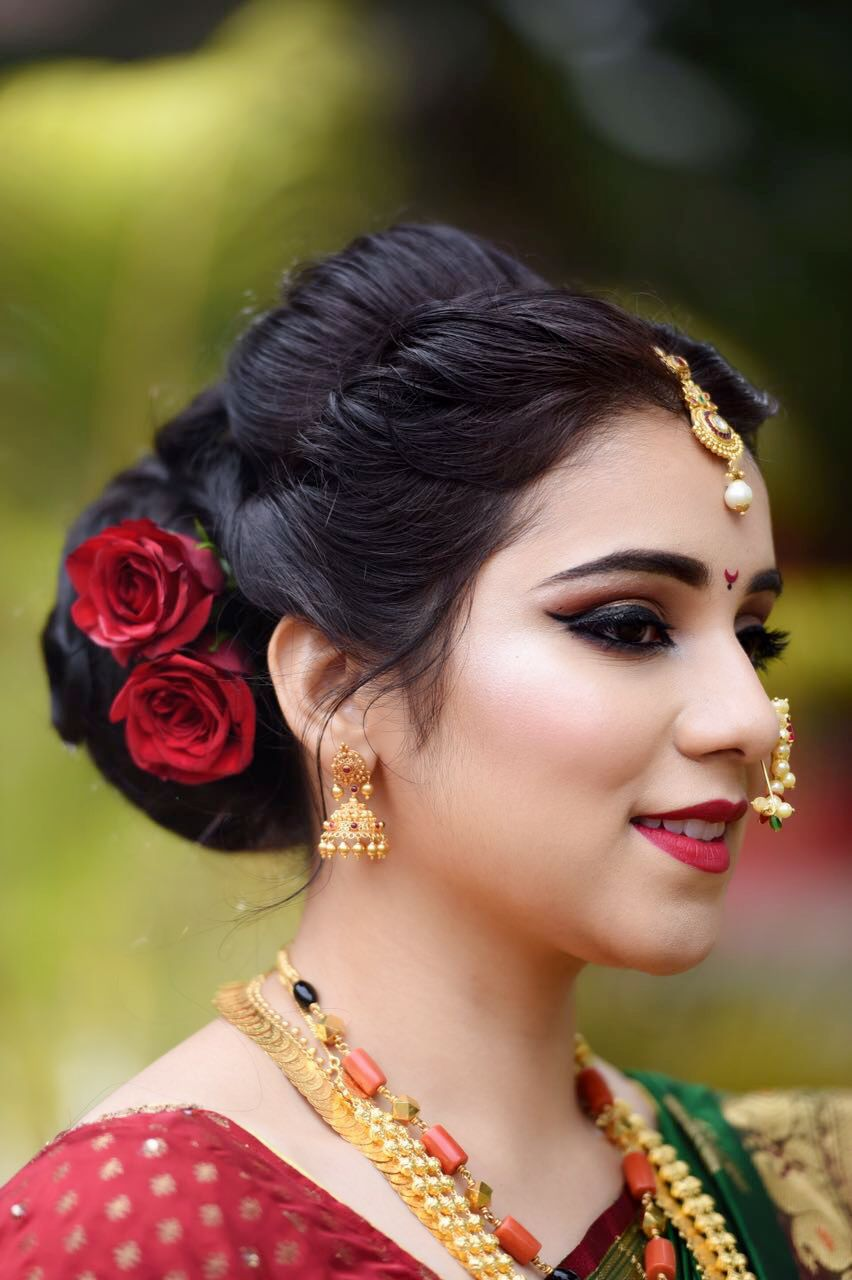 Marathi Wedding Makeup And Hair By Makeovers By Sukanya Www Makeoversbysukanya Com Indian Wedding Hairstyles Bridal Hair Buns Indian Bride Hairstyle