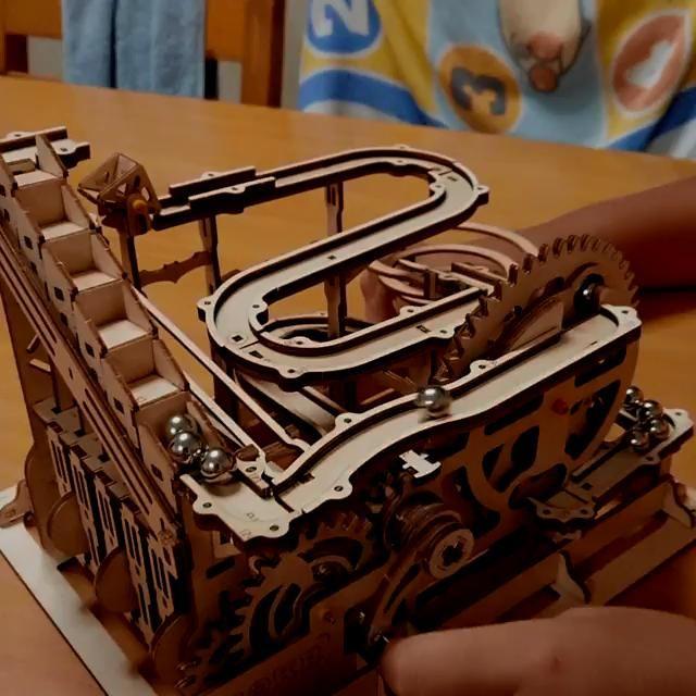 Maquette en bois 3D/Circuit de billes à assembler/