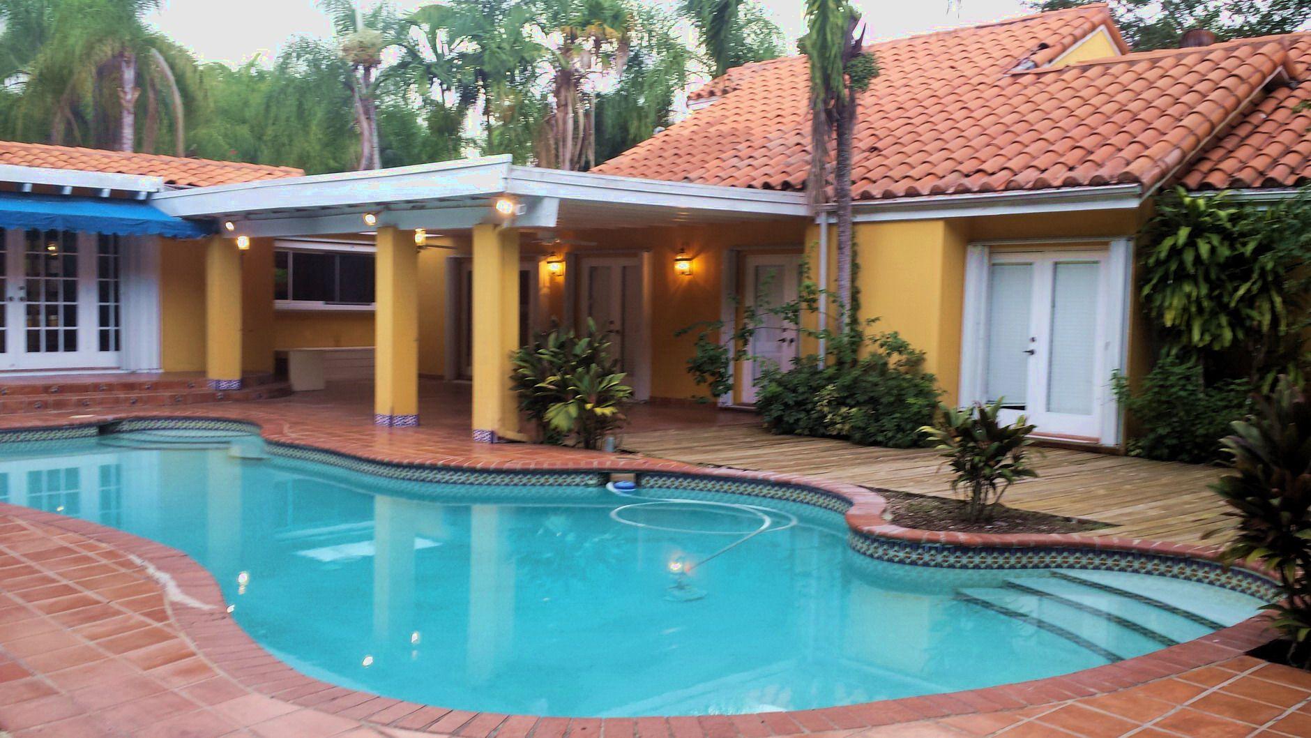 LUSH TROPICAL PARADISE LIVING AT 9101 SW 62 COURT ...