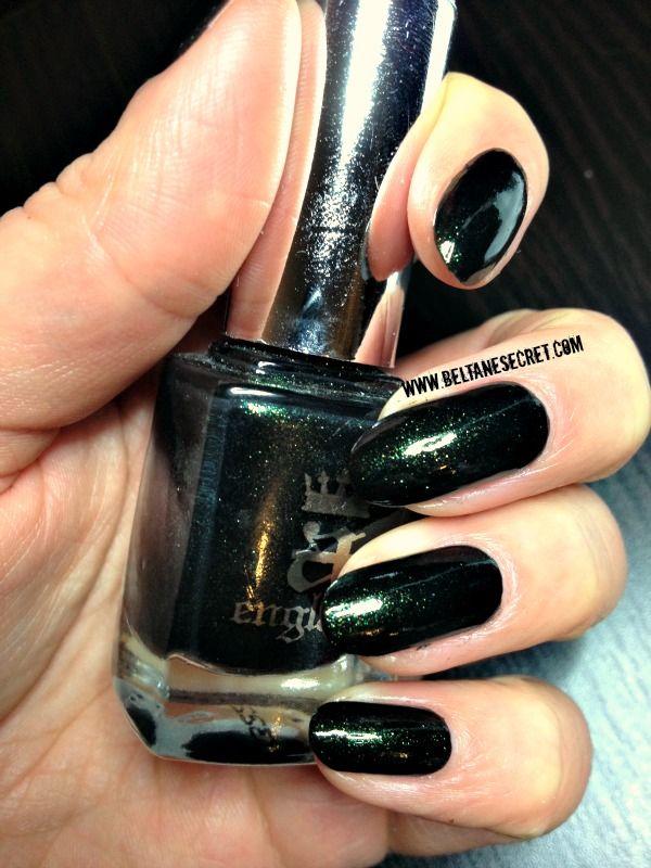 Tess d'Urbervilles, A England  http://beltanesecret.com/2013/01/11/swatch-nail-art-tess-durbervilles-et-son-degrade-de-st-george-et-dragon-a-england/