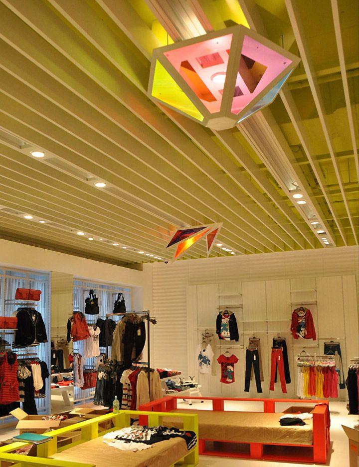 Bershka shop interior decoration lighting by alex for Bershka via indipendenza bologna