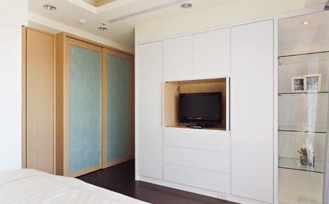 Pin By Elaine Cristina Chaves On Wardrobes Tv Cabinet Design Bedroom Tv Cabinet Cabinet Design