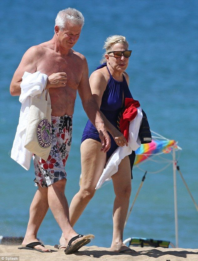 Aloha Bette Midler Takes A Dip In The Pacific After Hitting The Beach In A Striking Blue Swimsuit Bette Midler Legendary Singers Blue Swimsuit
