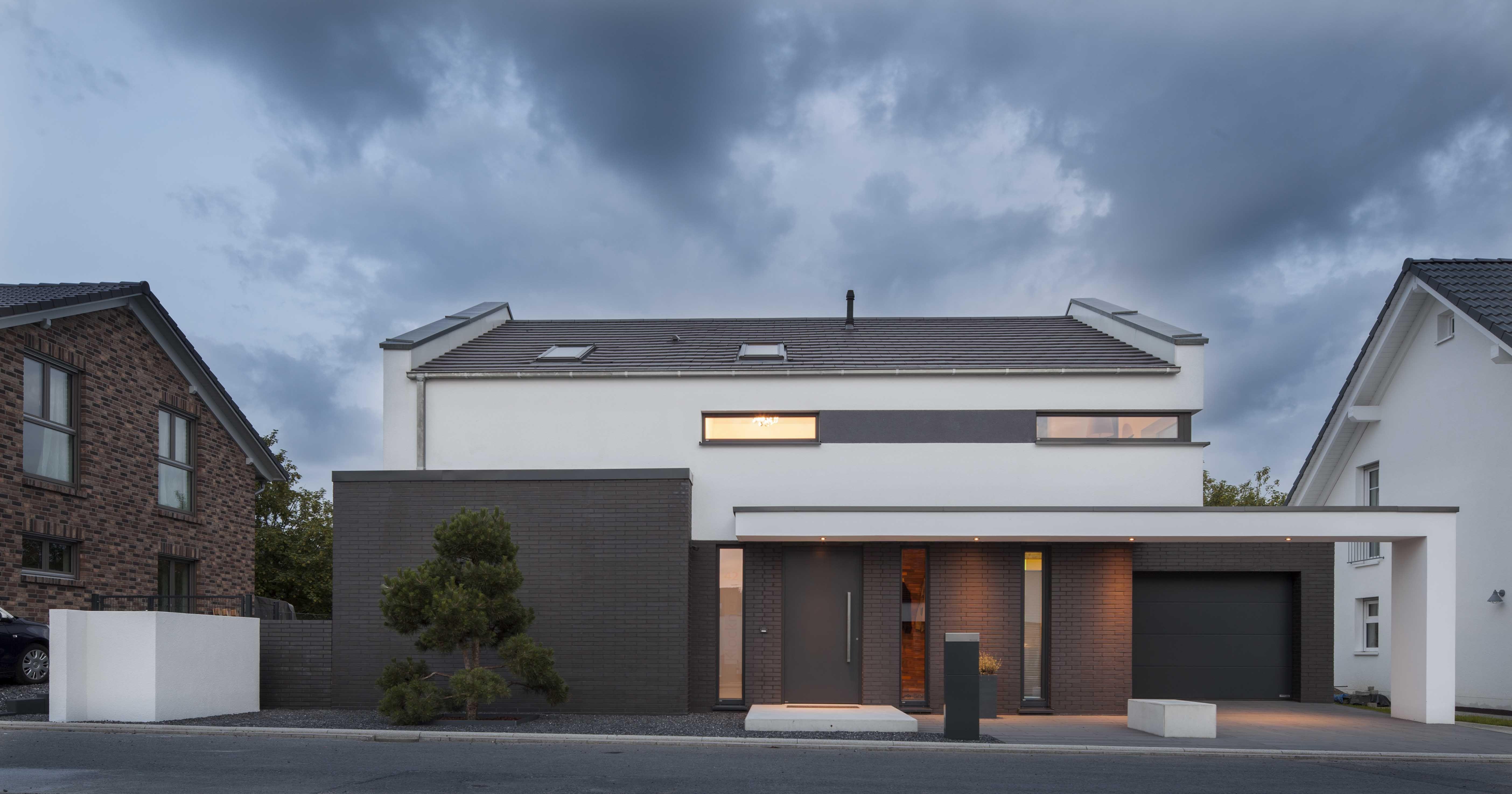 Bauhaus trifft Satteldach Fotostrecke