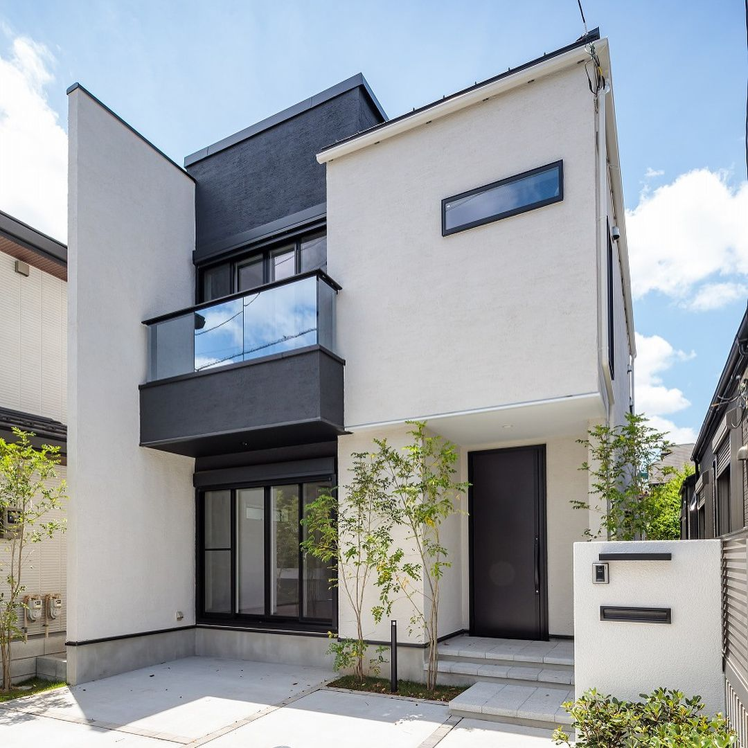 同じ家は つくらない Byメルディアグループ三栄建築設計さんはinstagramを利用しています モノトーン調でまとめたモダンな邸宅 ホワイトの外壁はグリーンが映えます メルディアグループ Meldiagroup 同じ家