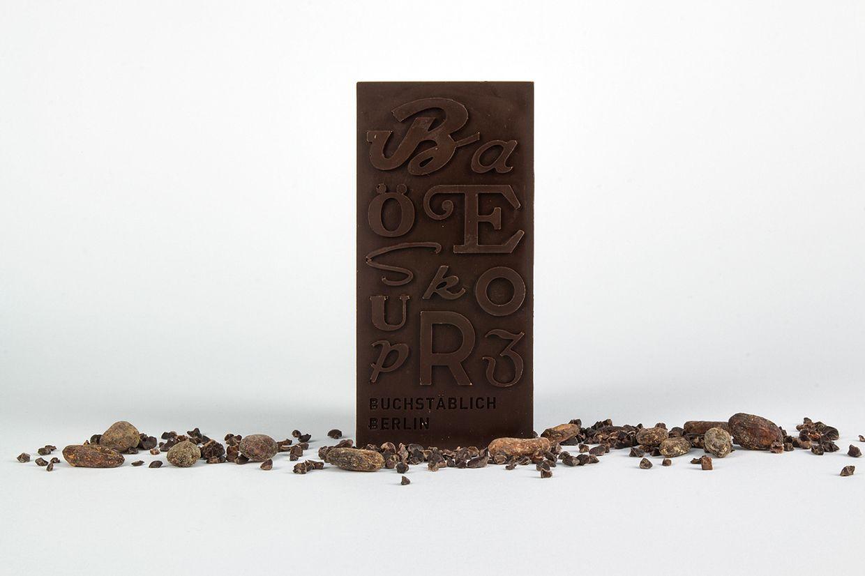 Des typographies imprimées sur des tablettes de chocolat