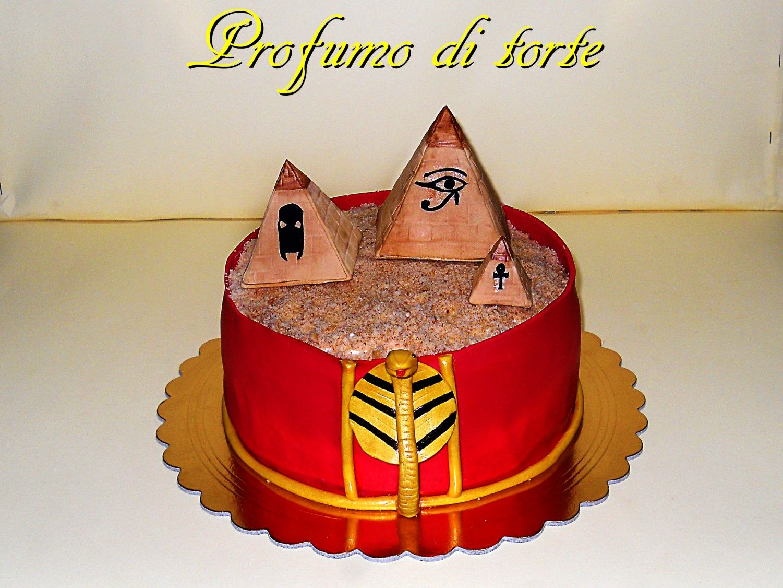 Egitto torta in pasta di zucchero pan di spugna alla vaniglia