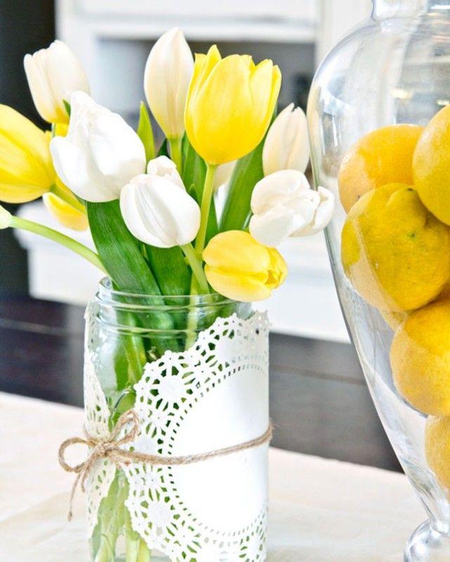 tischdeko grün gelb ostern tulpen zierdeckchen marmeladenglas - Deko Gartenparty Grun